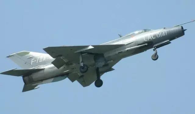 那就是二战末期德国研制的ta-183型喷气式战斗机.